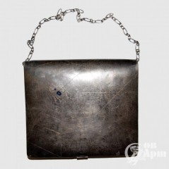 Сумочка серебряная с изображением паука